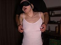 キャミソールの上から念入りに乳首責めされて過敏に反応してしまう大崎静子さんがエロス
