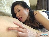 リアルどスケベ熟女、加賀雅さんの超絶気持ち良さそうな乳首舐めで乳首イキしてしまうM男を発見!!