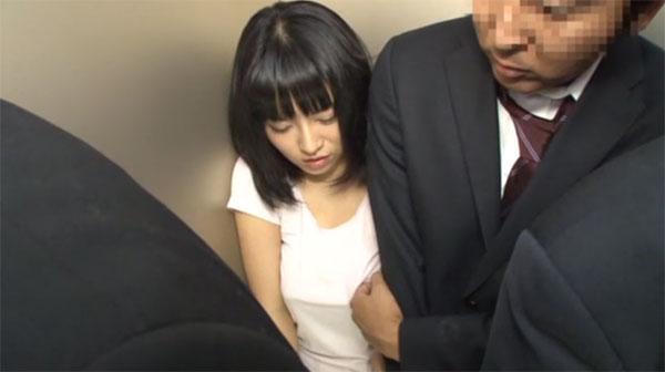 乳首痴漢に合う浅見せり(新庄みゆき)