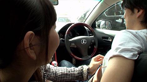 車の運転中に乳首を弄ってくる神ユキさん