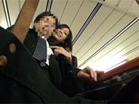 満員電車内でリーマンの乳首を逆痴漢してカリカリ弄り始める変態痴女の撮影に成功!