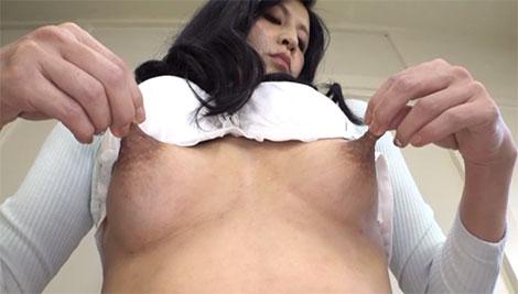 伸びる長乳首熟女、森下夕子(52歳)