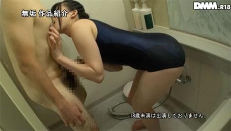 森苺莉ちゃんがお風呂でオジサンを乳首舐め手コキ