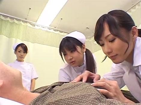 まずは先生とベテランナースで乳首治療にあたる