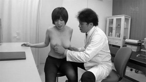 変態医師の乳首診断に欲情してしまった巨乳妻、奥田咲