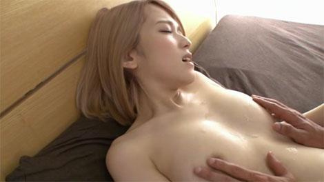 乳首射精されたザーメンで乳首を弄られる