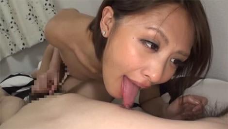 夏目優希さんの乳首舐め手コキ