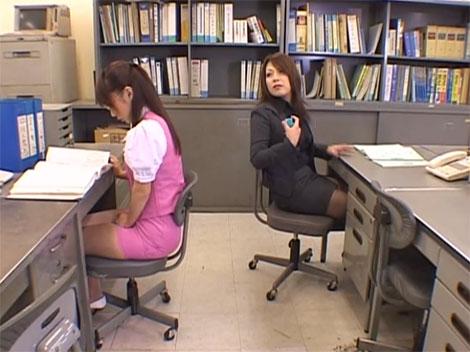 同僚の神崎レオナさんにリモートローターを仕込む藤宮櫻花