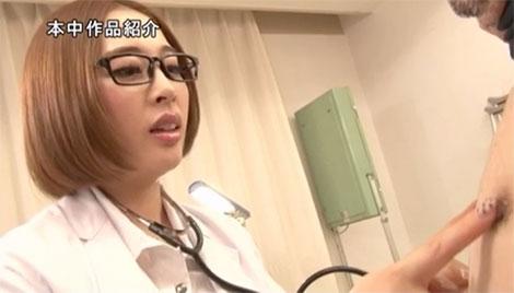 必ず乳首を弄ってくれる女医