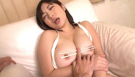 箸で乳首責め