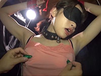 有坂さつきちゃんが乳首ローター責めでアヘリ乳首イキ!拘束されて目隠しされ無防備な乳首をキャミ越しにローター責めされる乳首責め動画!