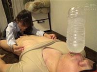 指で舌で電動歯ブラシで!公募したM男クンの部屋で大好きな乳首を犯しまくる星奈あいちゃんのチクパコ動画!