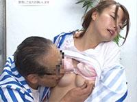 コンビニ店長が若妻バイトに乳首セクハラ!毎日毎日乳首を弄られ徐々に乳首の快感に囚われていく可愛らしい若妻の動画!
