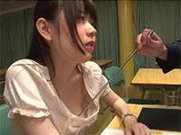 生徒と不貞行為を行った巨乳女教師、水卜さくらの乳首指導!反省文を書かされながら上司に指示棒で乳首を刺激されなかなか手が動かないさくら先生の動画!
