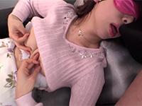 チンポ臭を嗅いで興奮しながら夢中で乳首を弄り続ける人妻(大浦真奈美)のドチャクソエロいチンポ嗅ぎ乳首オナニー動画!