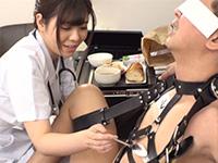 拘束されたフリをしてチンポを出して助けを待っていたら普段は優しい看護師さんがS女に豹変して乳首にヨーグルトをわざと塗って舐めて綺麗にしてくるという神展開!