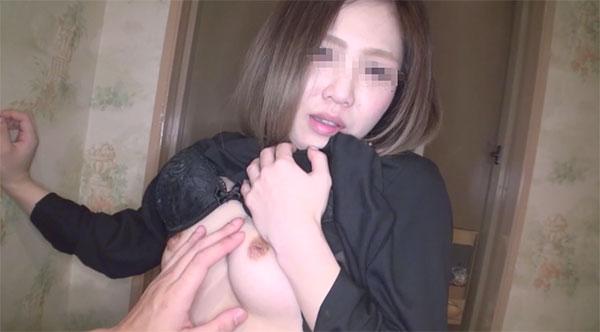 見事な陥没乳首