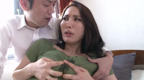 乳首と乳首を擦り付ける滝川恵理