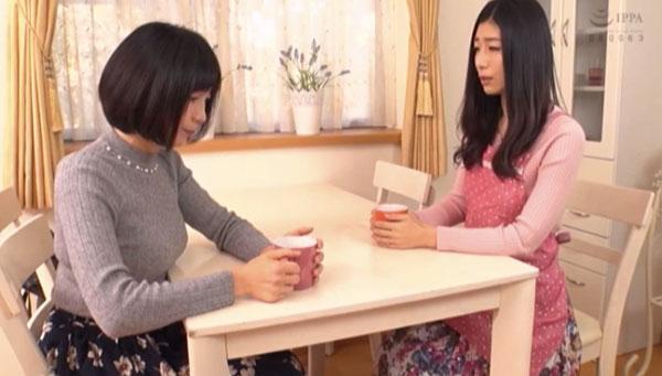 親友である新尾きり子の相談を聞く芝山奈穂