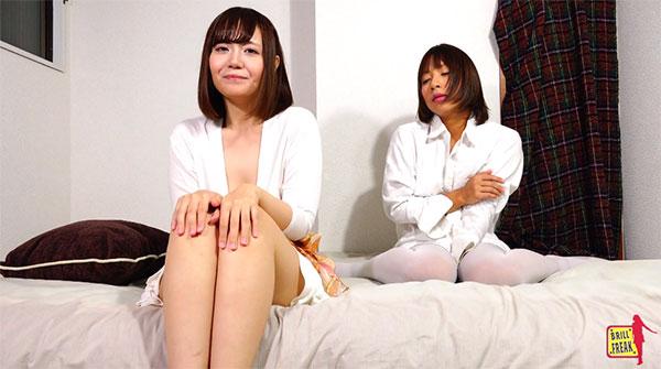 ベッドの上でムラムラする女性2人