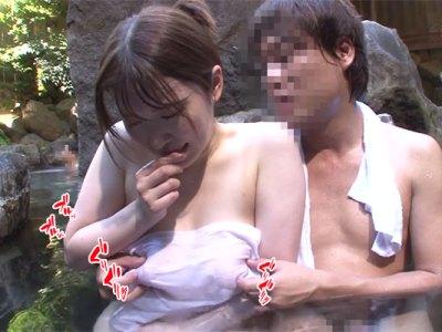 授乳期を終えた敏感妻(河北はるな)が混浴温泉でタオル越しに乳首痴漢被害に!薄く濡れたタオル越しに勃起乳首をイジり舐められ快楽に飲まれてゆく動画!