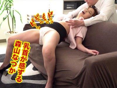 乳首が感ずるOL森山なつか!社長に呼び出されソファーの上で乳首だけをシツコクイジり舐め責められて乳首で絶頂させられる乳首責めセクハラ動画!