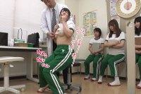 「ダメっ!そんなに乳首を触らないでください…」身体測定中に乳首を何度も何度も触られてクラスメイトの前なのに恥ずかし乳首イキしてしまう桃尻かのんちゃんの動画!
