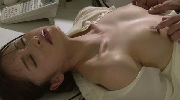 ダイレクトに乳首を弄られる結羽