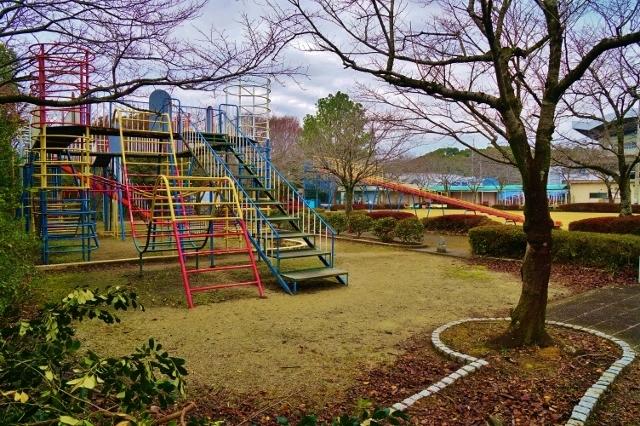 忠霊塔前子供広場 久留米市野中町 公園 遊べる