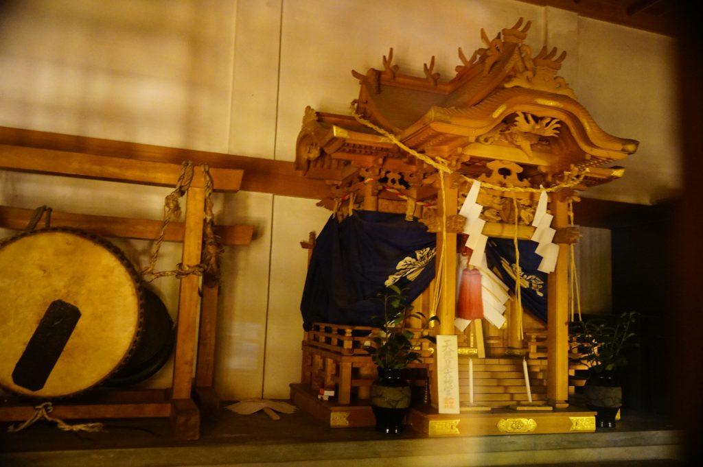 福岡県大牟田市宮部66-1 早馬神社 神殿内の社 太鼓