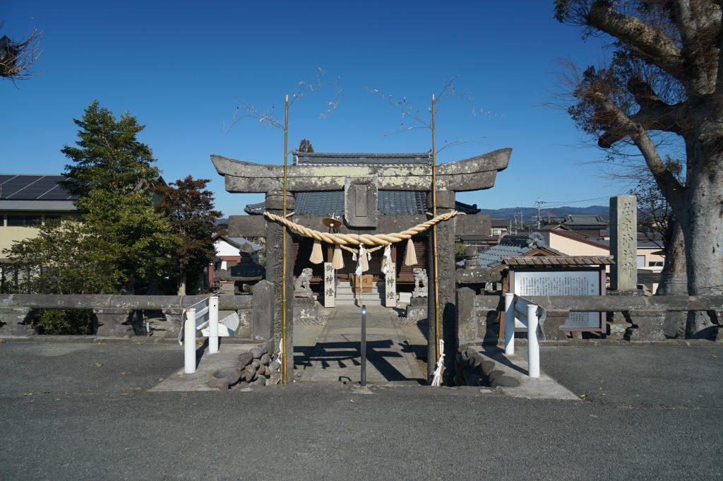 福岡県八女市津江 花宗神社 鳥居 正月準備