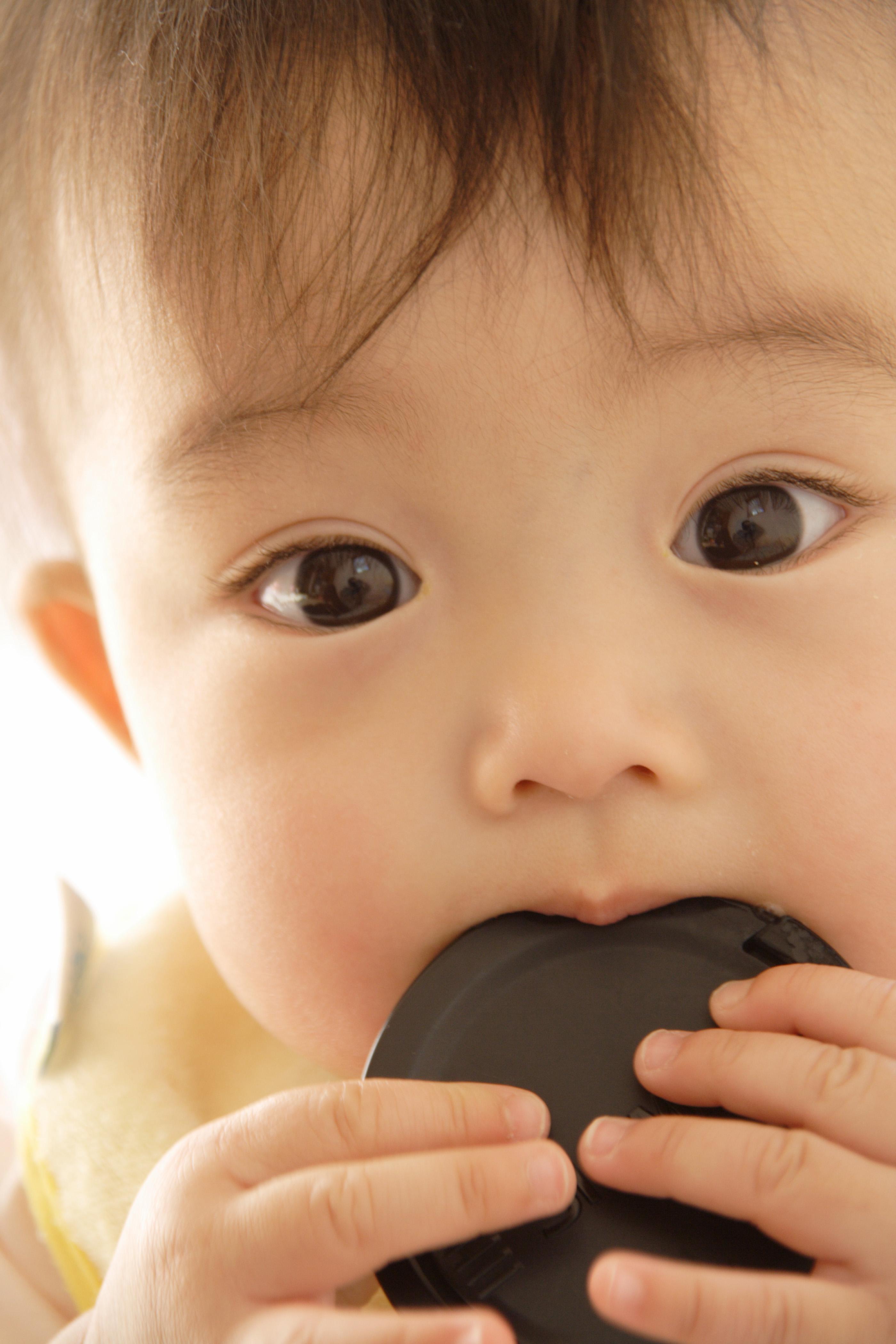 赤ちゃんの二重はいつから?一重から変わることはあるの?