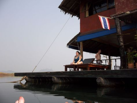 floating-lake-house-safari-Thailand