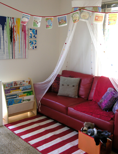 Post image for Organising Kids Spaces: Our Book Corner