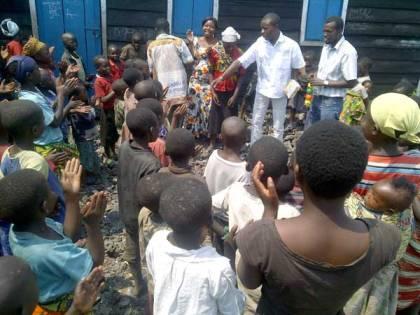 Distribution aux enfants déplacés