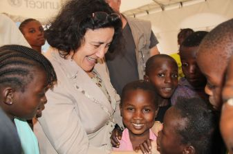 Leila Zerrougui talks to children displaced by conflict in the Central African Republic. Copyrights: OSRSG-CAAC