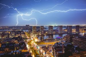 lightning strikes the port of antwerp
