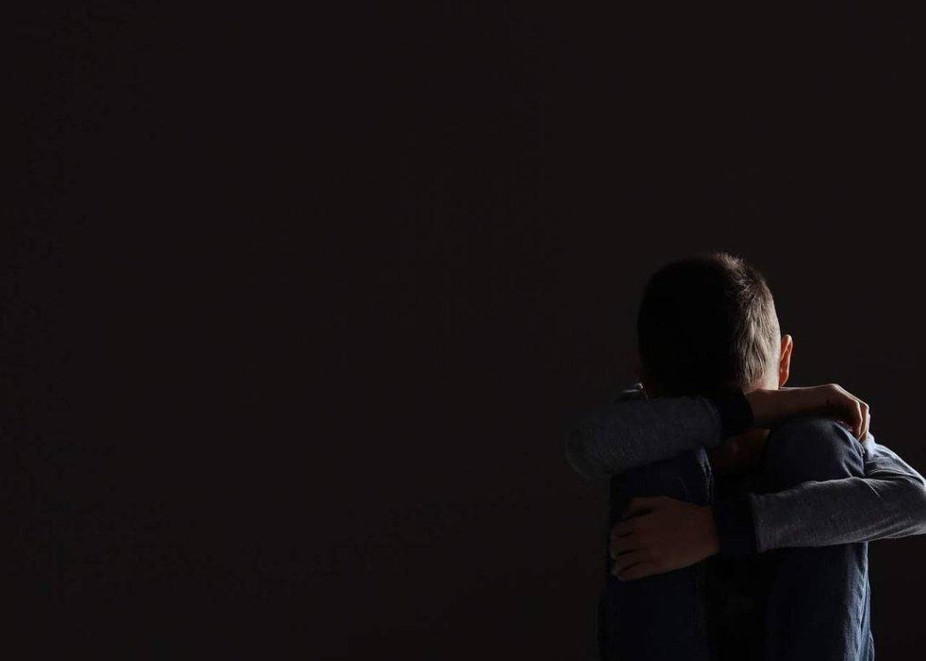 Niño de 8 años se SUICIDA por que su abuelo le QUITO EL CELULAR