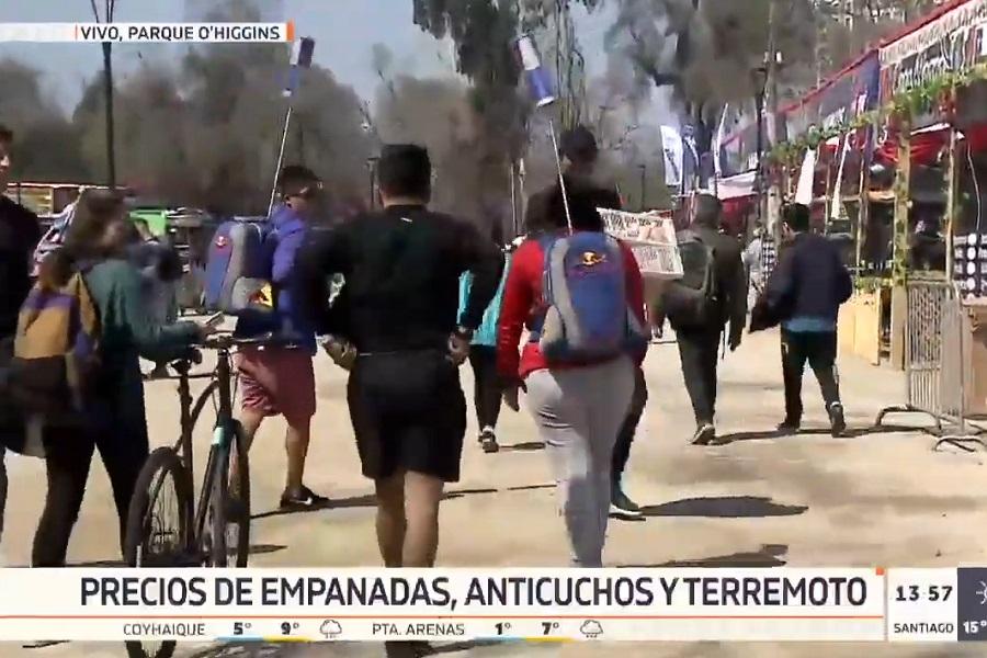 """(VIDEO) """"Fail dieciochero"""": revuelo por """"cara pálida"""" en vivo durante despacho de Canal 13"""