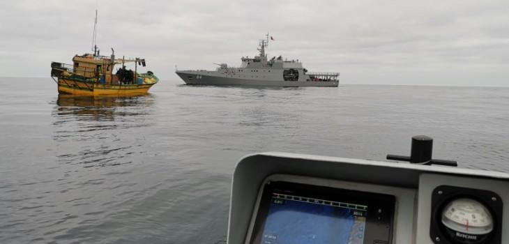 Armada capturó 3 embarcaciones peruanas en menos de 36 horas: pescaban en zona exclusiva de Chile