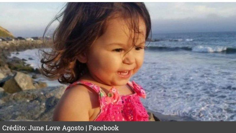 Bebé de 2 años FALLECE tras quedar ENCERRADA en auto de su madre por 5 HORAS mientras ella se iba de FIESTA