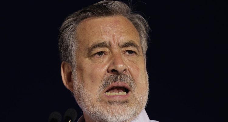 Guillier se suma a solicitud de elecciones anticipadas de presidente y todo el Congreso