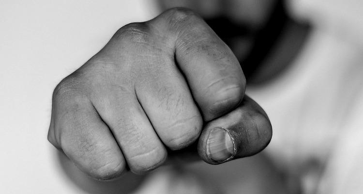 Movilh denuncia que joven fue brutalmente golpeado y violado por grupo de hombres en Puerto Montt