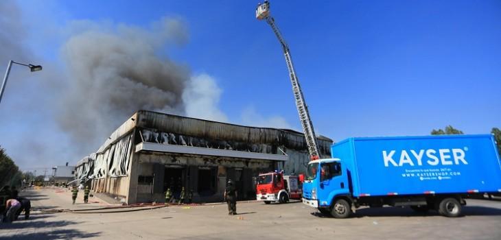 Incendio en bodega Kayser: revelan que última víctima identificada tiene impacto de bala en el pie