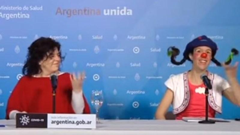 Llevan a PAYASA a CANTAR tras dar informe de MUERTES en Argentina