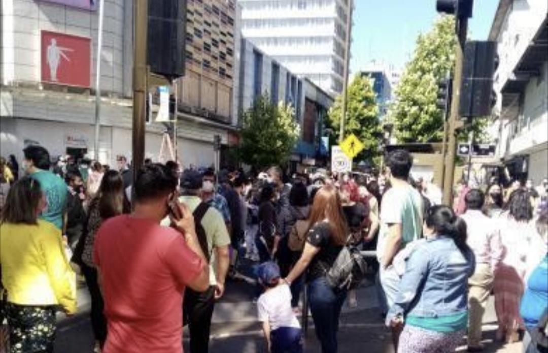 Atropello MULTIPLE en pleno centro de Concepción, conductor SE DA A LA FUGA