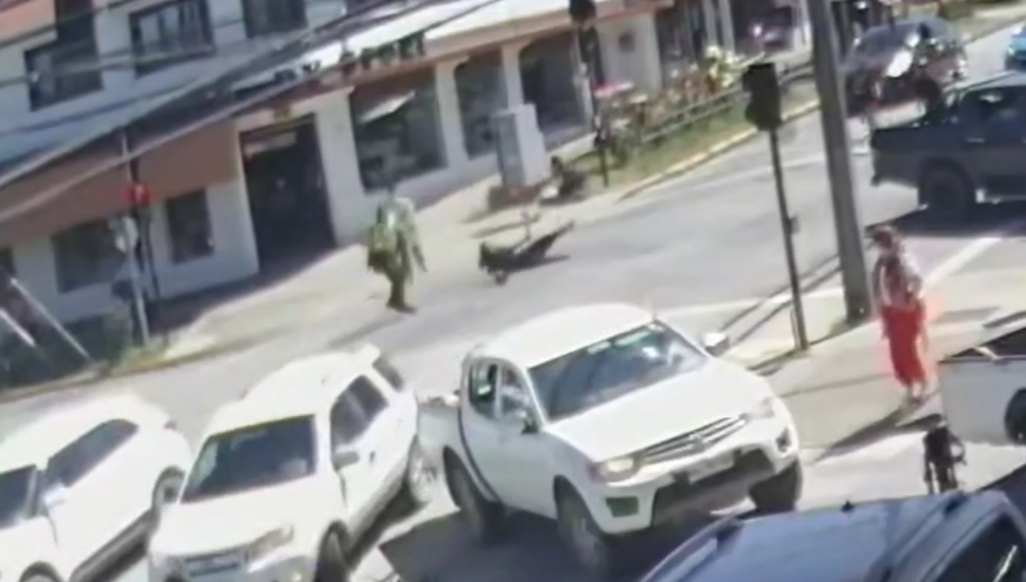Filtran NUEVO VIDEO de Carabinero BALEANDO a malabarista en Panguipulli