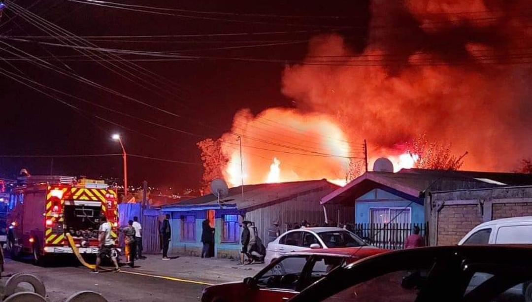 Incendio CONSUME VIVIENDA en sector Gaete, Talcahuano