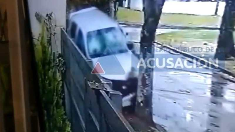 Cámara GRABÓ TODO: hombre atropella y MATA a motochorros que lo asaltaron