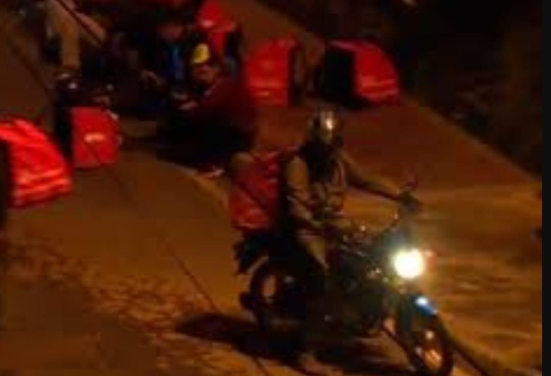 VIDEO! Repartidor de delivery es ASESINADO tras recibir PUAÑALADA en la region Metropolitana